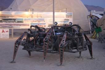 Крокуюча машина Mondo Spider