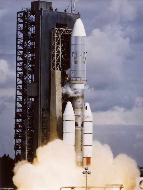 Titan III-Centaur launches Voyager-2